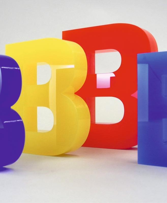 Acrylglas - Buchstaben in verschiedenen Farben und Fonts