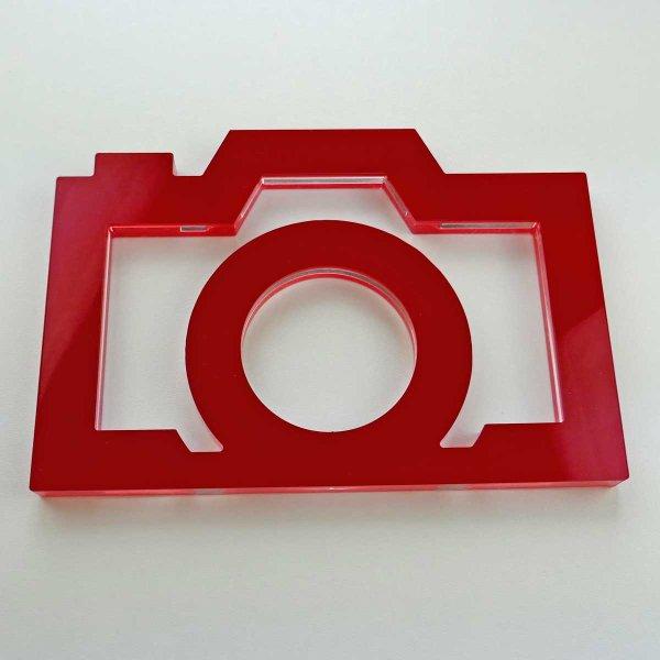 """Kamera - stilisiert   """"Sandwich"""" aus klarem und rotem Acrylglas   ca. 217 mm lang"""