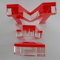 """BOARDGAMEGEEK   Schriftzug   """"Sandwich"""" aus klarem und rotem Acrylglas   93 mm hoch"""