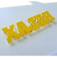 """RELAX   Schriftzug   """"Sandwich"""" aus klarem und gelbem Acrylglas   80 mm hoch"""