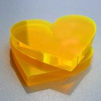 Herz   aus LISA gelb-orange Acrylglas fluoreszierend   ca. 75 mm breit